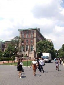 Columbian yliopiston Pulitzer Hall, jossa tutkivan journalismin kesäkurssin luennot pidetään.