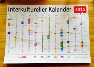 Monikulttuurinen kalenteri paljastaa eri uskontokuntien juhlapyhien kirjon.